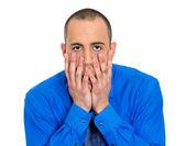 Підкреслили людина з руки на обличчі — Stockfoto
