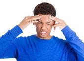 Hombre que tenía dolor de cabeza — Foto de Stock