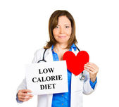 Cardiologist with stethoscope holding sign low calorie diet — Stock Photo