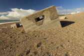 второй мировой войны дот, погружаясь в галечный пляж chesil банк — Стоковое фото