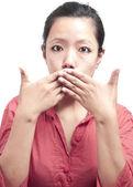 Portrét ženy jí ucpal ústa — Stock fotografie