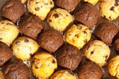 Close-up Chocolate Chip Muffins in Alternating Rows — Stock Photo