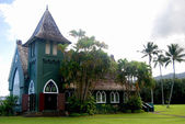 Chapel in Kauai Hawaii with coconut trees and cloudy sky — Stock Photo