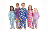 Five young cousins wearing winter holdiday jammies — Stock Photo
