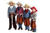 Four cowboy brothers standing wearing hats and chaps — Stock Photo