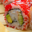 Постер, плакат: Red tobiko sushi roll