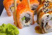 Philadelphia sushi roll with salmon and roe — Stock Photo