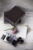 Old camera and old pictures album, old memories — Stock Photo