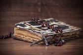 Christian cross necklace next to prayer-book — Stock Photo