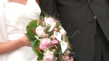 Wedding couple with bouquet — Stock Video