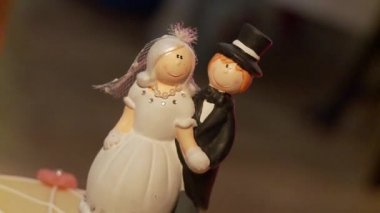 Wedding figurines — Stock Video