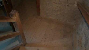 Walking down steps — Stok video