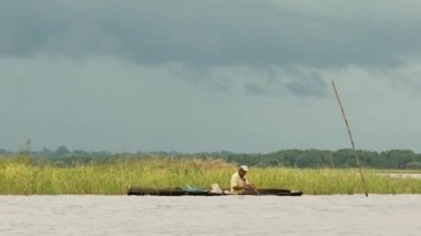 IQUITOS, PERU - CIRCA NOVEMBER 2011: Man travels in a boat — Stock Video