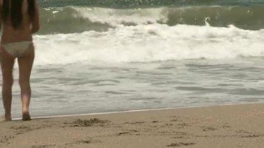 Woman on the beach — Stock Video