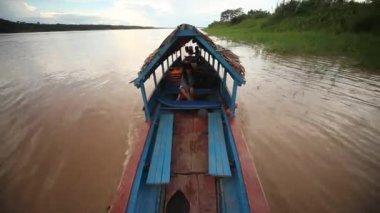 Výlet lodí na řeky amazonky — Stock video