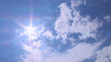 太陽と雲のタイムラプス — ストックビデオ