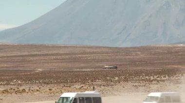 Truck in the desert — Stock Video