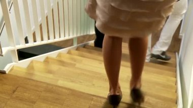 Walking down — Stock Video