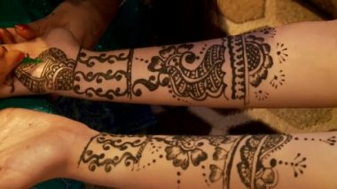 Henna tattooing — Stockvideo