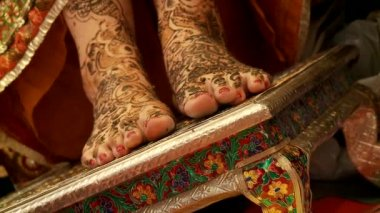 Henna tattooing — Stock Video