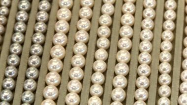 Pearl necklaces — Stock video