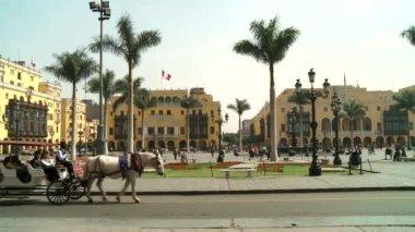 Lima - cca 2012: náměstí plaza de armas — Stock video