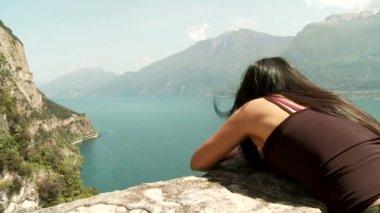 Woman at the lake — Stock Video