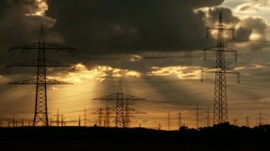 Electric power pylons during sunset — Stock Video