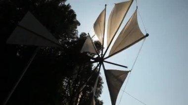 Típico molino de viento — Vídeo de Stock