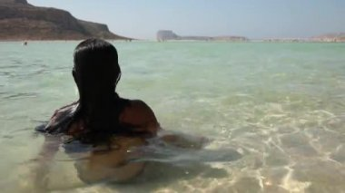 Relaxing woman at beach of Greece — Vídeo Stock