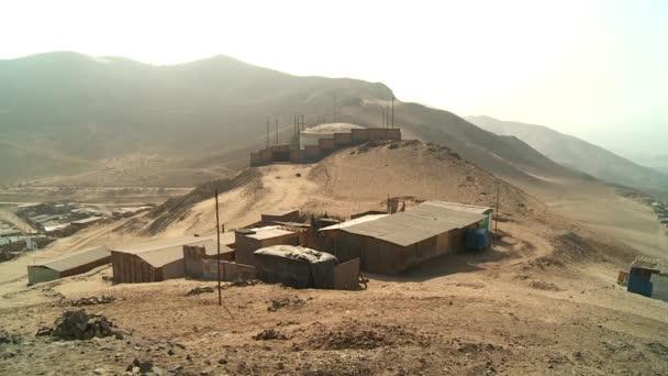 Bidonvilles dans le désert — Vidéo