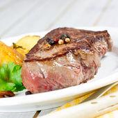 Steak with potatoes — Stock Photo