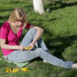 Young girl weaves a wreath of dandelions — Stock Video