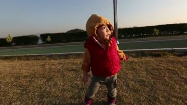 Baby Toddler At Park. — Vídeo Stock