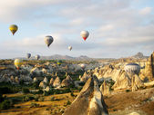 Hot air ballons over peaks in Cappadocia Turkey — Stock Photo