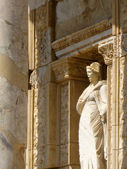 Sculpture at Ephesus library — Stock Photo