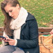 Pickpocketing from the bag of a young woman in a park — Stock Photo