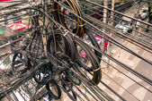 Messy electrical cables in Bangkok city — Stock Photo