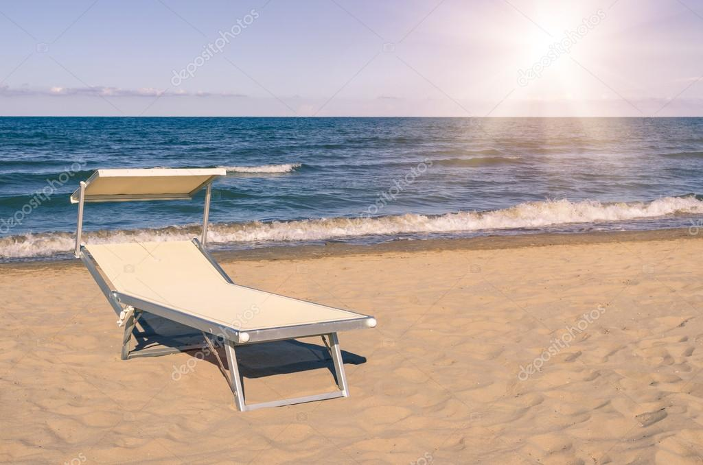 Hamacas en la playa verano de rimini italia foto de - Hamacas de playa ...