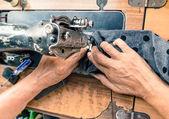 Gamla fungerande händer på symaskin — Stockfoto