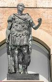 Estátua de caio júlio césar, rimini, itália — Foto Stock