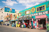 VENICE, UNITED STATES - DECEMBER 18, 2013: souvenirs shops on the Ocean Front Walk in Venice Beach. The area is a residential and recreational neighborhood in the Westside district of Los Angeles. — Stock Photo