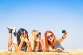 Group of girlfriends taking a selfie at the beach - Concept of friendship and fun in the summer with new trends and technology - Best friends enjoying the moment with modern smartphone — Stock Photo