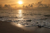 Sunset at the beach in the evening. — Stock Photo