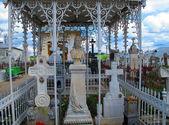 Posąg kobiety na cmentarzu rumuński — Zdjęcie stockowe