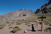 Hikers on their way to Aconcagua — Stock Photo