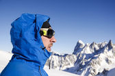 Alpinist looking at mountains — Stock Photo