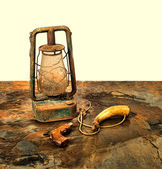 Antique pistol and powder horn with an old lantern on slate — Stock Photo