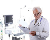 Doctor in pulmonary function lab looking at a clipboard — Stock Photo
