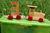 Ensembles de train jouet en bois sur la boîte — Photo